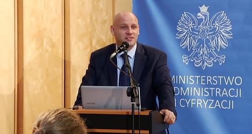 Piotr Waglowski w trakcie wystąpienia w BUW