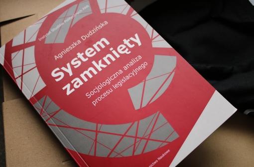 okładka książki System zamknięty