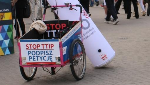 Wózek promójący akcję podpisów pod petycją STOP TTIP