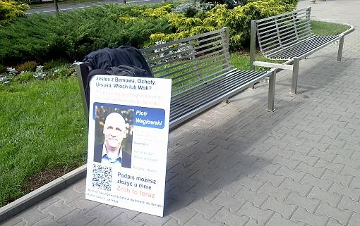 Tablica informująca o zbiórce podpisów poparcia kandydatury Piotra Waglowskiego w wyborach do Senatu RP