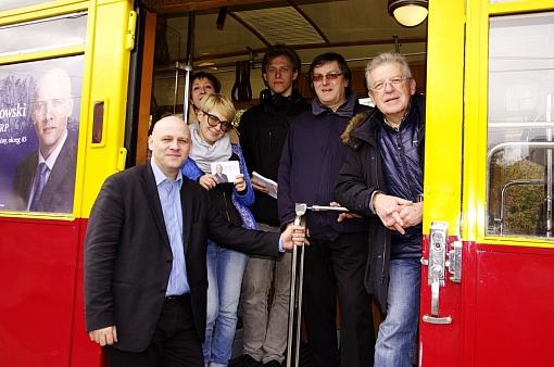 Sztab wyborczy WKK Piotra Waglowskigo w tramwaju