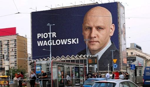 Zmanipulowane zdjęcie reklamy wyborczej w Warszawie