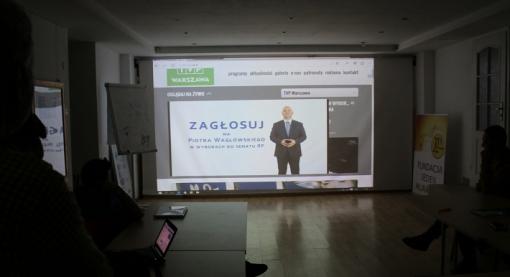 Spot w TVP Warszawa oglądany w sztabie na Miłej