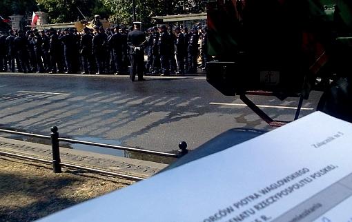 Zbiórka podpisów na defiladzie z okazji Święta Wojska Polskiego